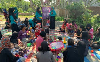 Women and children gathered together for an Emo-Demo demonstration in Indonesia